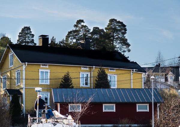vene kesällä vesille hamari talo vanha puutalo veneen kunnostus keväällä
