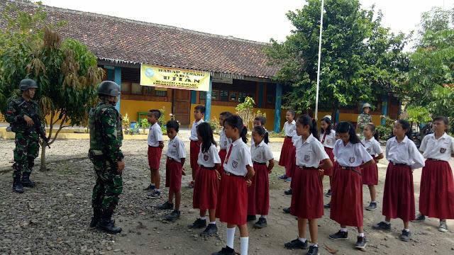 Dari Grobogan, Prajurit Kostrad Mengajar di Sekolah Daerah Latihan