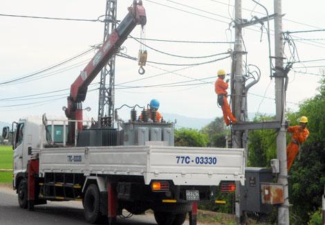 dienlucbinhdinh Điện lực Bình Định nỗ lực khôi phục hệ thống điện sau bão