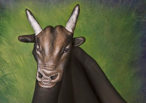 23-Bull-Guido-Daniele-Painting-Animals-on-Hands-www-designstack-co