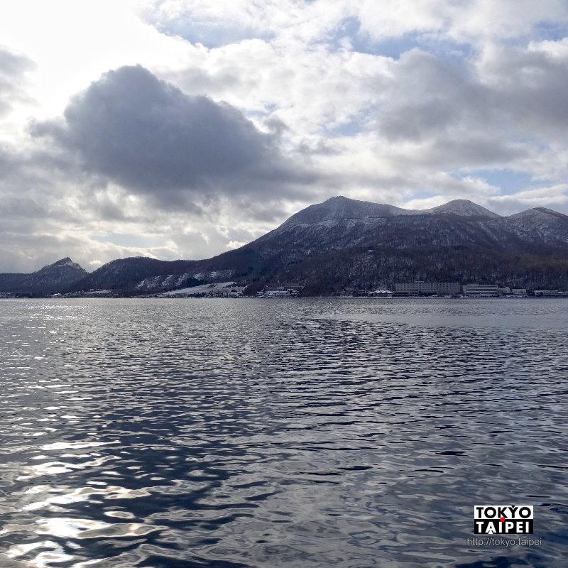 【洞爺湖遊覽船】搭汽船繞湖一周 遠望還在冒著煙的火山