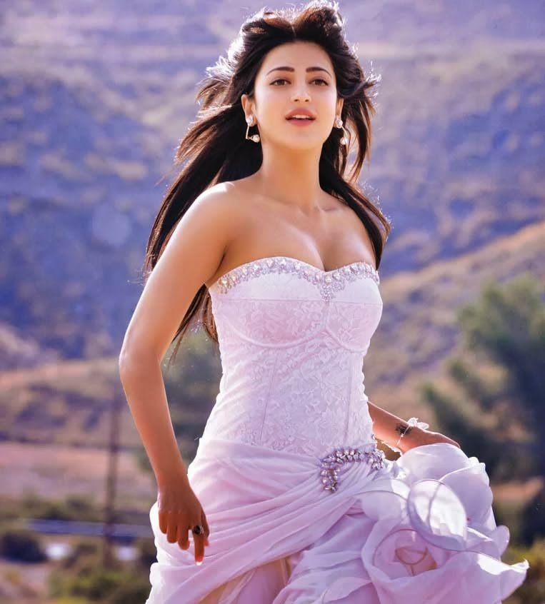 Shruthi Hassan Wallpapers: Shruthi Hassan Hot Cleavege And