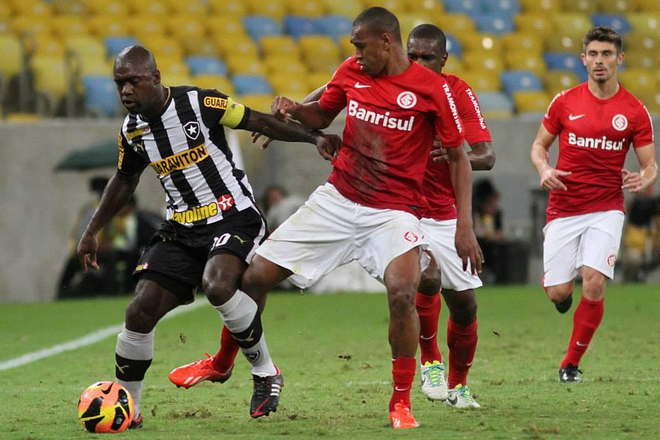 Botafogo empata com Internacional(RS) e assume liderança isolada - Tudo  igual entre São Paulo e Atlético(PR) 105438200b3e2