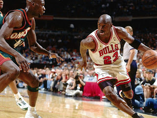 Chicago bulls Scottie Pippen and Michael Jordan