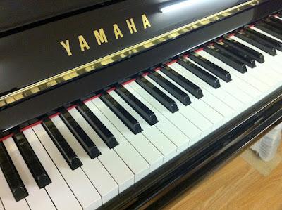 Yamaha U30BL Upright Piano