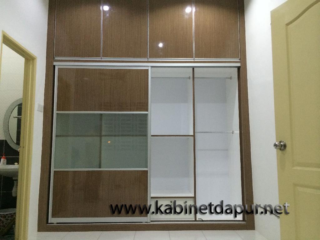 Kami Sedang Buat Promosi Hujung Tahun Untuk Almari Baju Lebar 8 Kaki Tinggi 10 Material Formika Aluminium Sliding Door