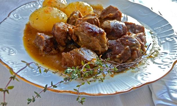 Carrilleras de cerdo en salsa de vino blanco