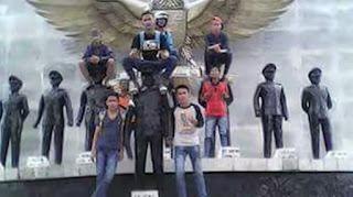 Dinilai Lecehkan Pahlawan Revolusi, 7 Pemuda Dikecam Netizen