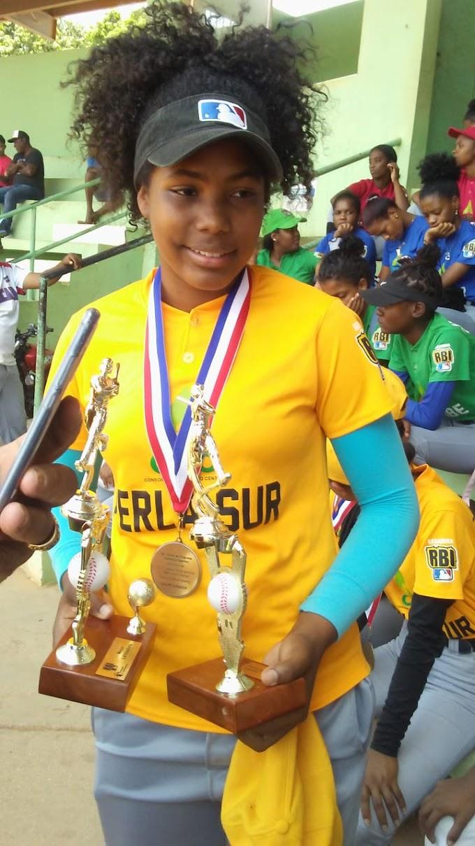 Anyela Gómez Ruiz fue la MVP  del Torneo  Softbol Femenino de la RBI en Barahona.