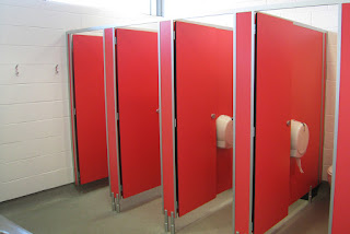 ukuran cubicle toilet