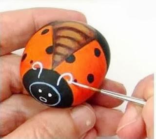 Cara Membuat Kerajinan Tangan Dari Barang Bekas, Kumbang Batu Lukis 6