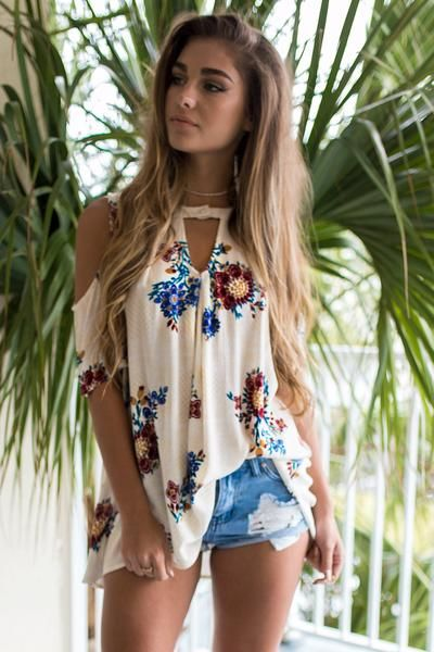 stylish boho style outfit: printed top + shorts