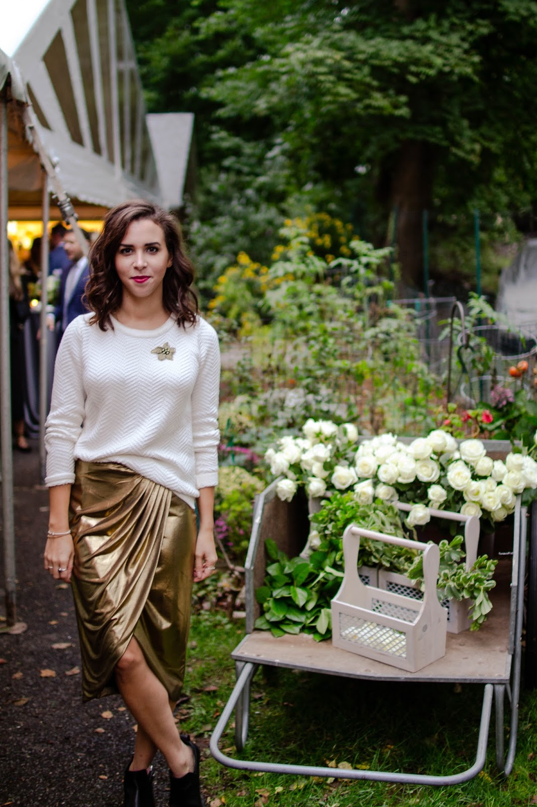 gold-skirt-style-outfit-blogger