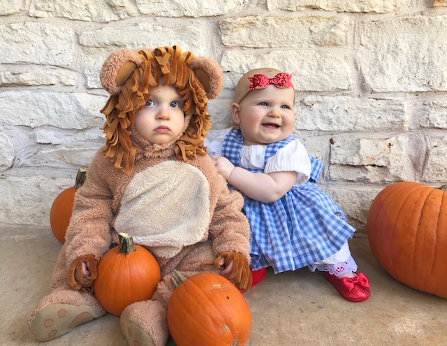 twin costume, wizard of oz costume, baby costume, baby dorothy costume, baby costume, twins first costume, halloween costume, twin costumes, baby halloween costume, dorothy dress, dorothy costume, lion costume, baby lion costume, kids, kids fashion,
