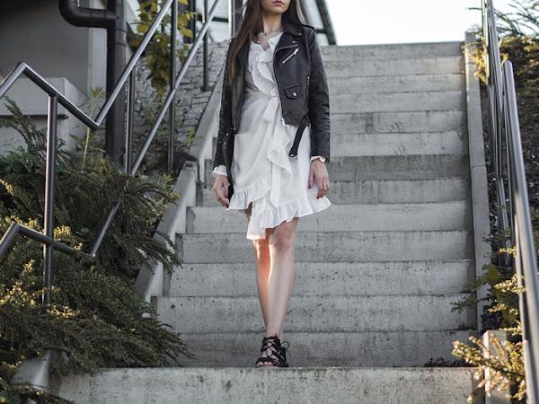 236. STYLIZACJA: Biała sukienka NA-KD, ramoneska