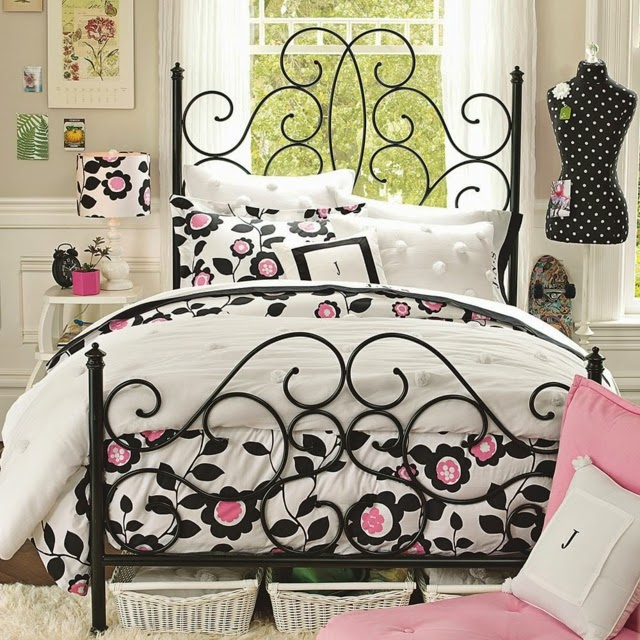 cuarto para chica en negro y rosa