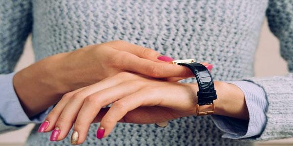 saat hangi kola takılır bayan