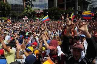 Multidão nas ruas na Venezuela