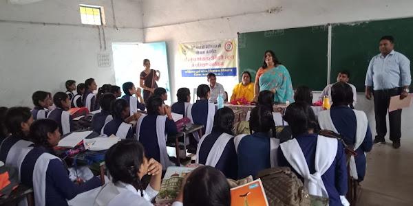 कन्या हायर सेकेण्ड्री स्कूल में बालिकाओ को बताये गये सुरक्षा संबंधी कानून
