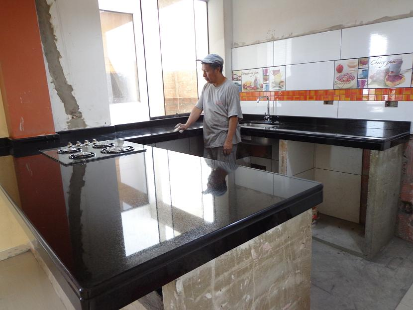 Cubiertas cocina granito marmol cuarzo dekton lima for Barra de granito para cocina precio