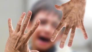 Παιδάκι καλούσε βοήθεια γιατί ο πατέρας του έδερνε ανελέητα τη μητέρα του
