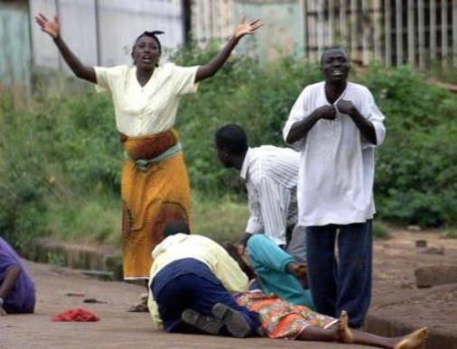 Mujer lamenta asesinato de evangelista en Nigeria