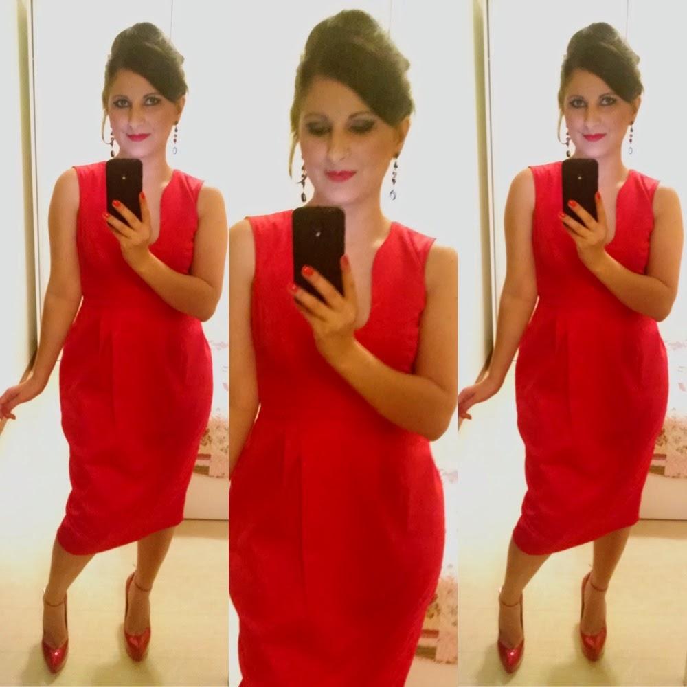 Usei esse vestido vermelho midi no casamento do casal de amigos mais que  querido Thiago e Sabrina. A história de amor deles é linda e tínhamos  certeza que o ... cd286ad03103