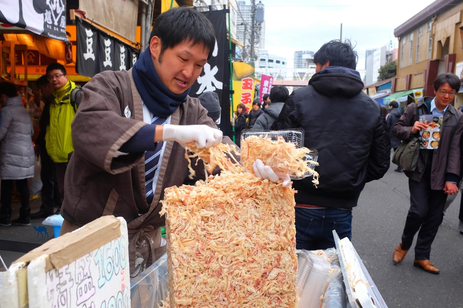 Le Chameau Bleu - Vendeur de poisson séché à Tsukiji Tokyo