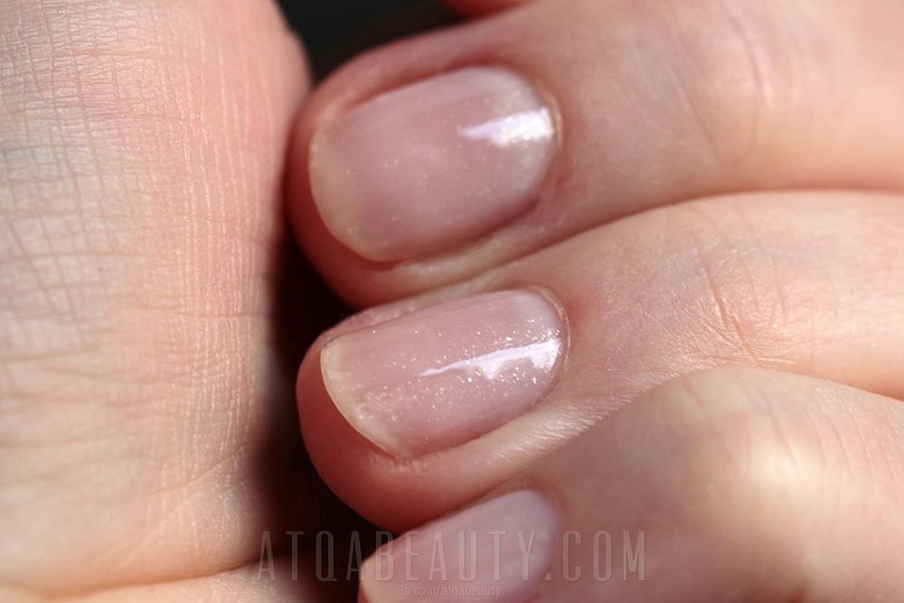 Paznokcie :: Dyskretny manicure dla słabych paznokci