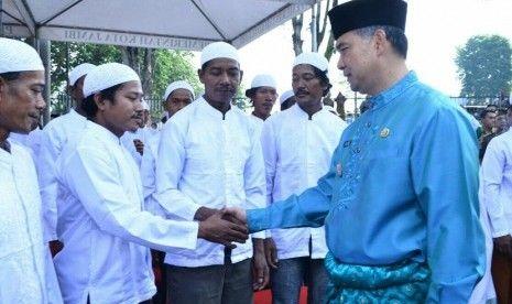 Disaksikan Oleh Walikota Jambi, Ratusan Warga Suku Anak Dalam Putuskan Masuk Islam