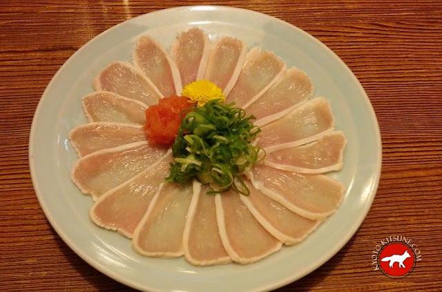 Poulet cru, plat de l'izakaya TORISEI à kyoto au Japon