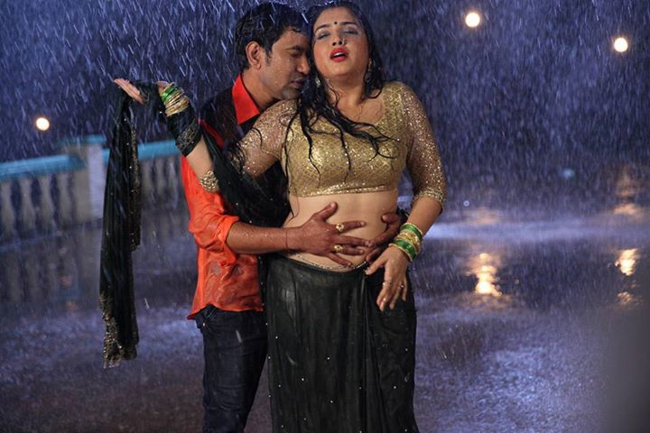 Amrapali Dubey and Dinesh Lal Yadav 'Nirahua' Hot Song Shooting from On The set of Aashiq Aawara