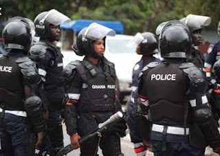 GHANA POLICE RESCUE MENZGOLD CUSTOMERS FROM MASS SUICIDE ( Watch Video)