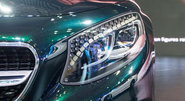 Cụm đèn trước Mercedes S500 Cabriolet 2018 được trang trí 94 tinh thể pha lê Swarovski trong suốt như kim cương