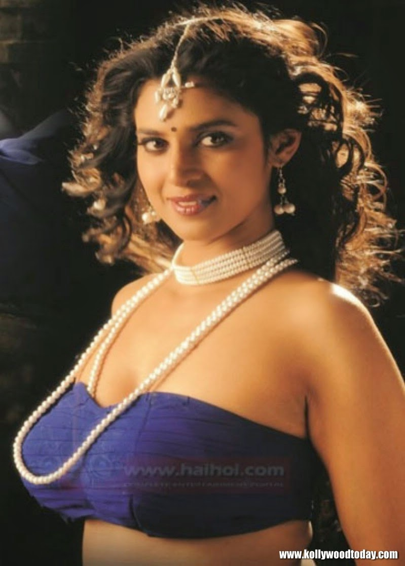 Kasthuri Sexy Images