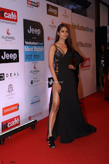 Red Carpet of Most Stylish Awards 2017 ~ Esha Gupta (1).JPG