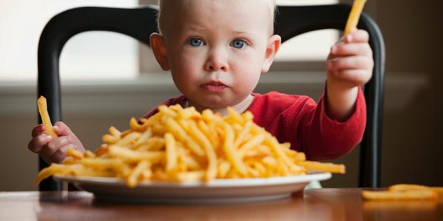 este important ca mamele sa le impuna copiilor o alimentatie sanatoasa