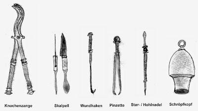 Ärztebesteck antiker Medizin (Skalpell, Knochenzange, Schröpfkopf...)