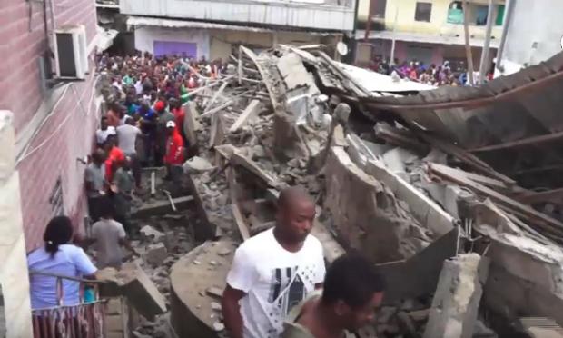 Vidéo - Un immeuble de 4 étages en construction s'effondre à Douala