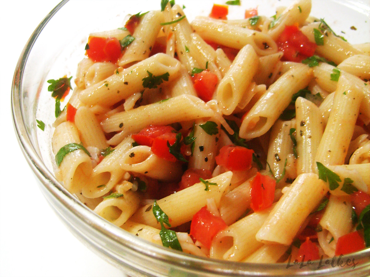 Салат из пасты с помидорами