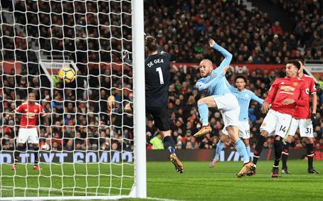 David Silva mencetak gol ke gawang David De Gea pada laga Derby Manchester