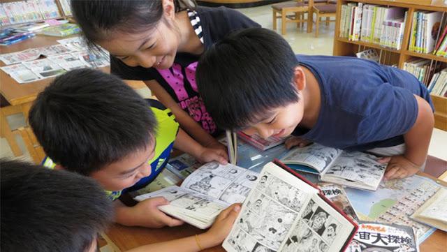 Crianças lendo manga VSA