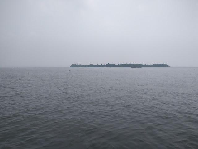 how to reach pathiramanal island, pathiramanal boat service, pathiramanal island photos