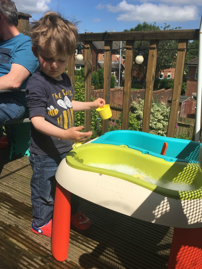 Our-Weekly-Journal-19th-June2017-toddler-playing-with-water-in-Smoby-water-table