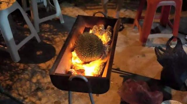UNIK, Tren Baru Menikmati Buah Durian Dengan Cara Dibakar