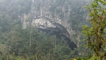 Είδε μια τρύπα σε ένα βράχο και ΕΠΑΘΕ ΠΛΑΚΑ με αυτό που κρυβόταν μέσα... [photos]