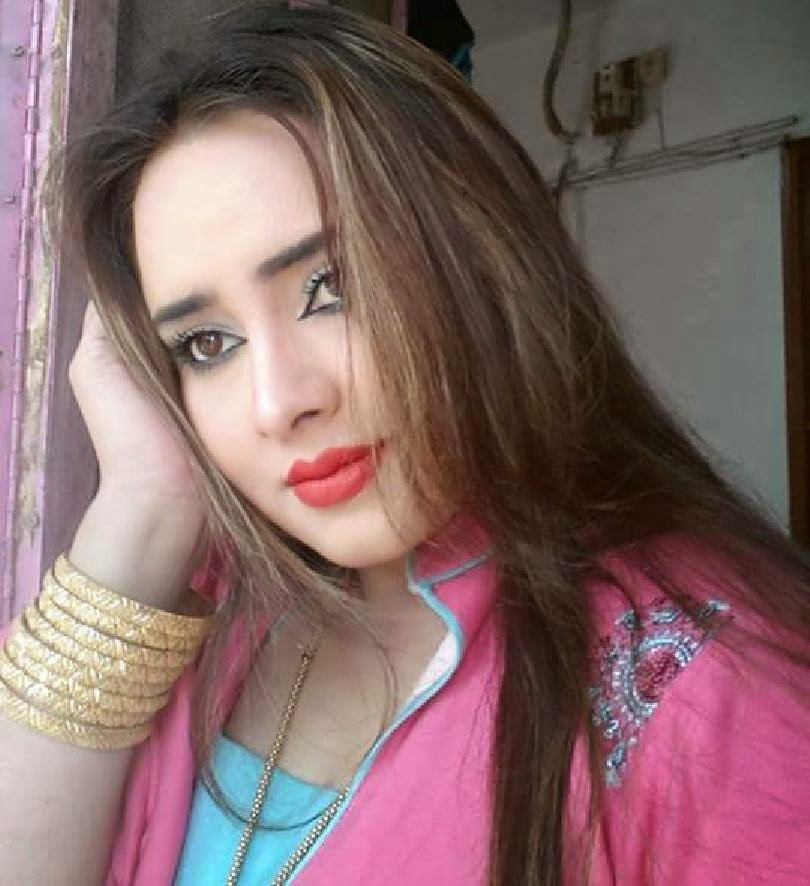 Hot Mujra: Nadia Gul Pashto Hot Dance Video 2014