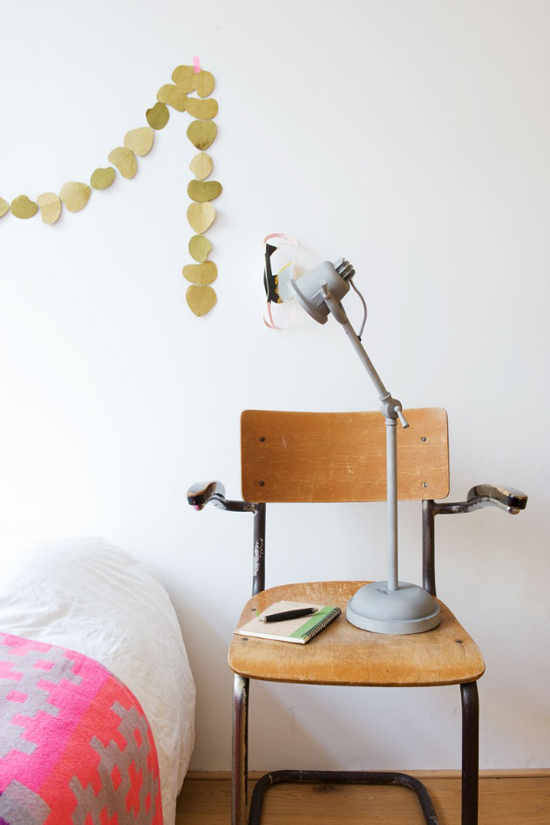 Creative bedside table ©Marjon Hoogervorst
