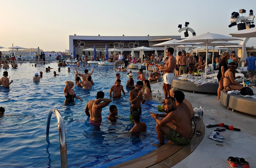 Zero Gravity beach club's swimming pool in Dubai