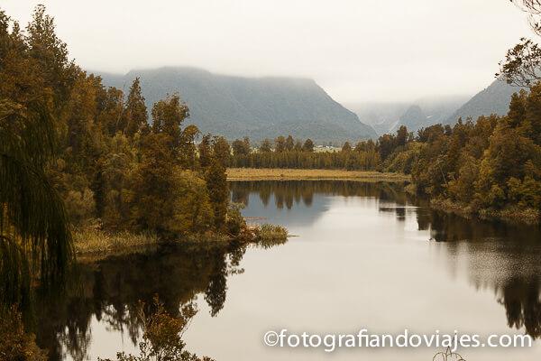 reflejo en lago Matheson